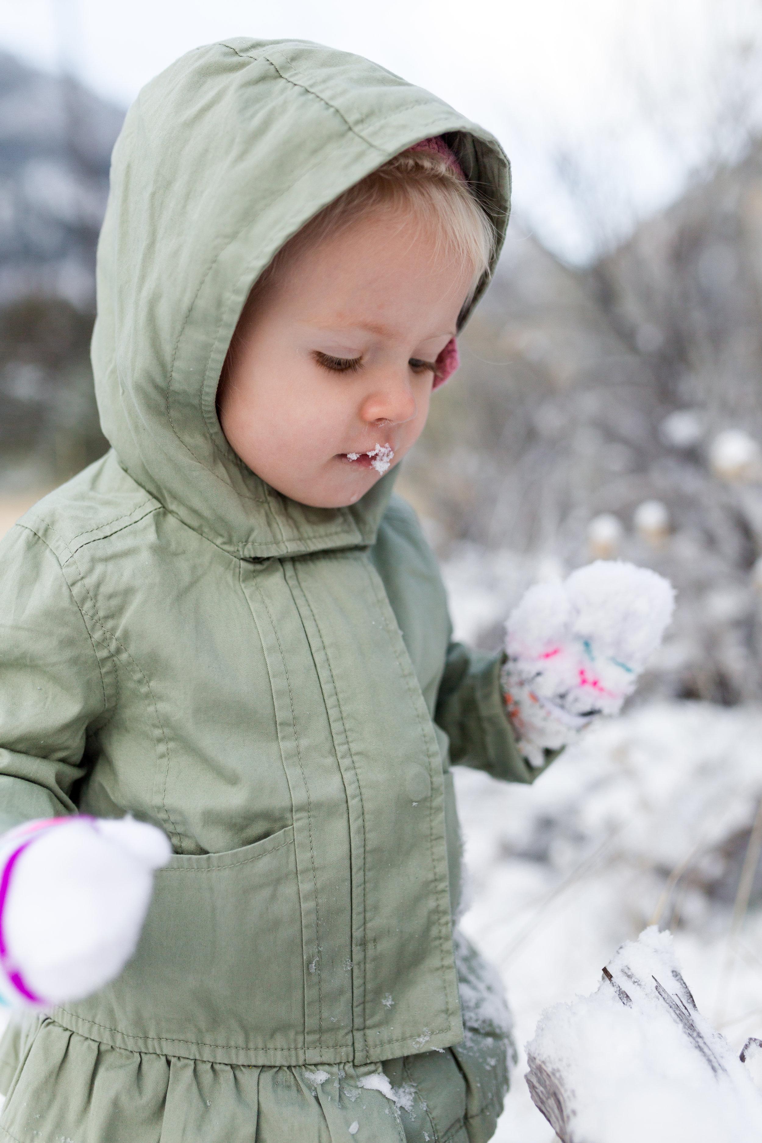 Tyla 18months first snow-8506.jpg