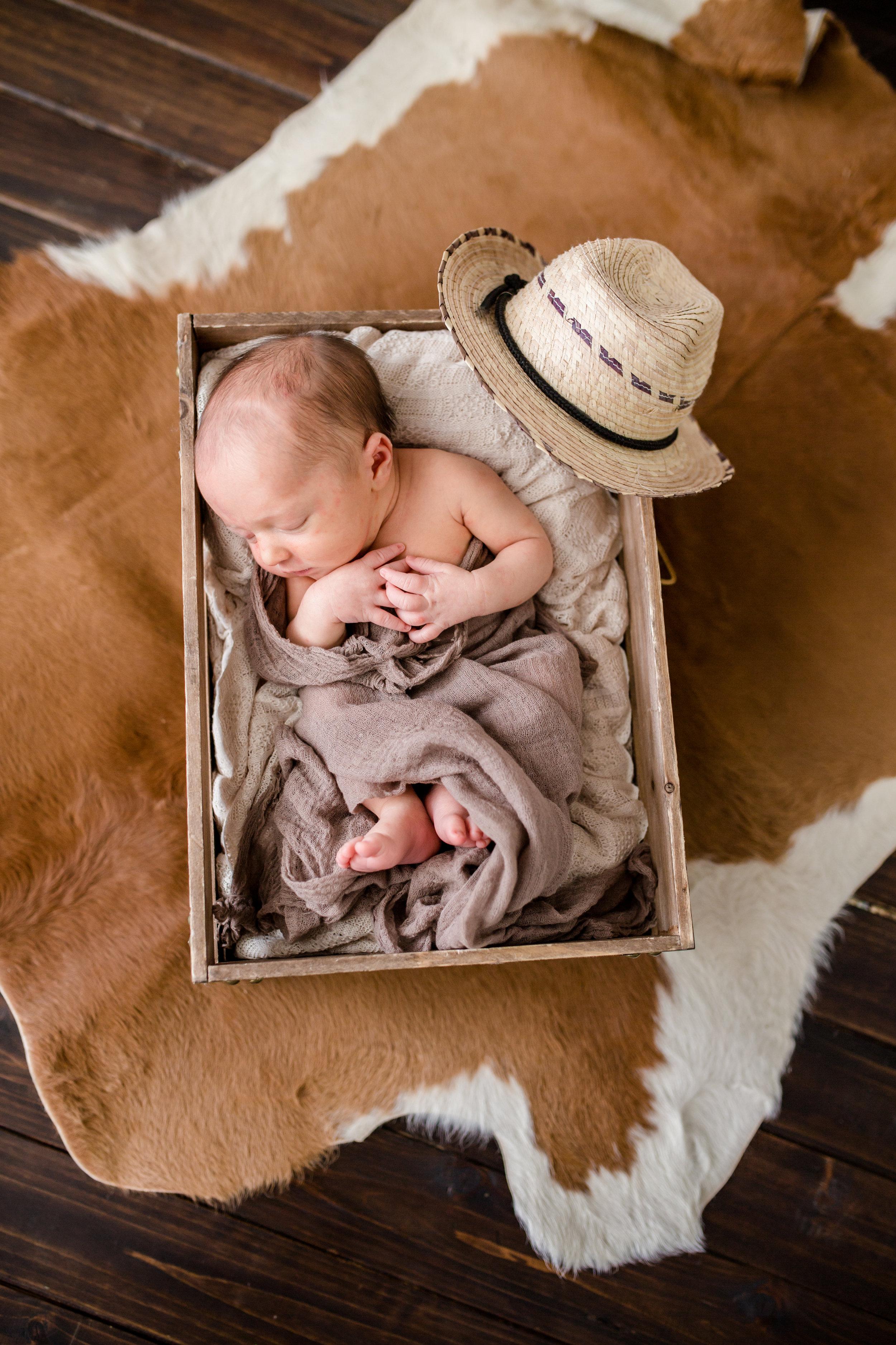 Logan Utah Newborn Photographer-7464.jpg