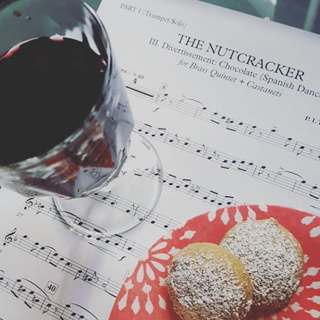 Finally a nice, cool day to welcome the fall here in Brooklyn. Time for red wine, spiced cookies and the preparation of Nutcracker music!