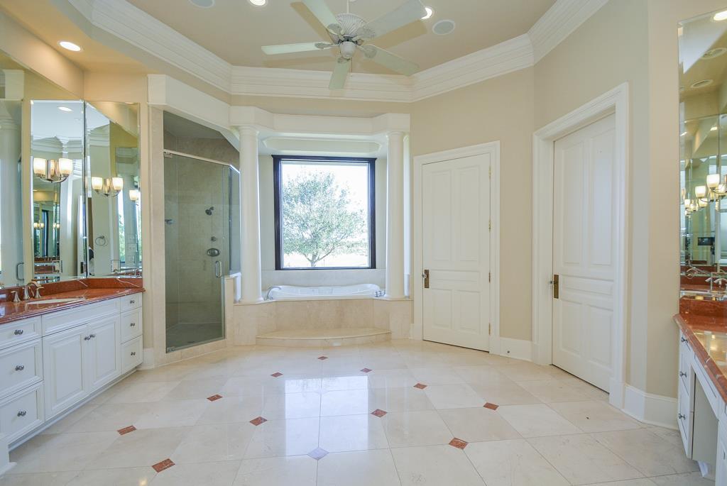 4227 Graham Heights Master Bathroom.jpg