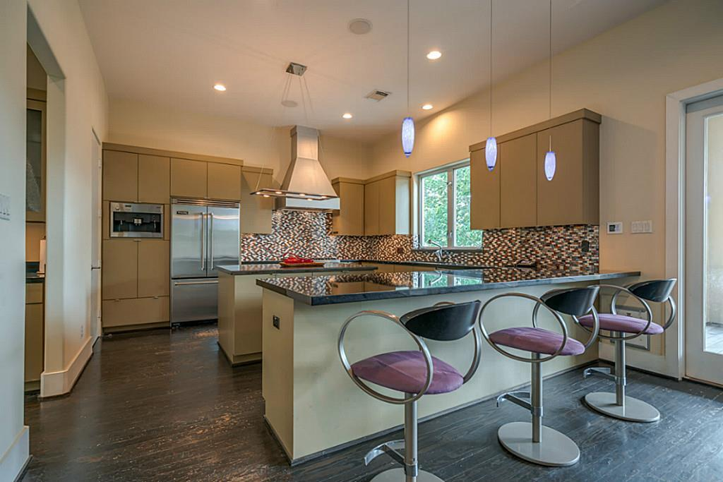 4018 Falkirk - Kitchen 2.jpg