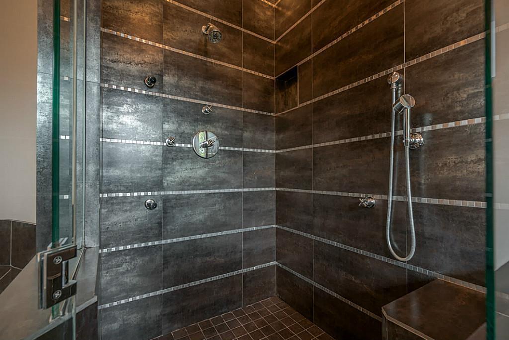 4018 Falkirk - Master Bath 2.jpg