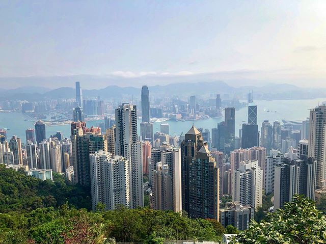 My last trip to Hong Kong was my fourth time visiting this amazing city. On two prior trips, the skies looked somewhat clear so I figured I would go up to Victoria Peak to see the Hong Kong skyline. Both times all I saw was a whole lot of foggy nothingness. This time - the third time - was the charm 😀
