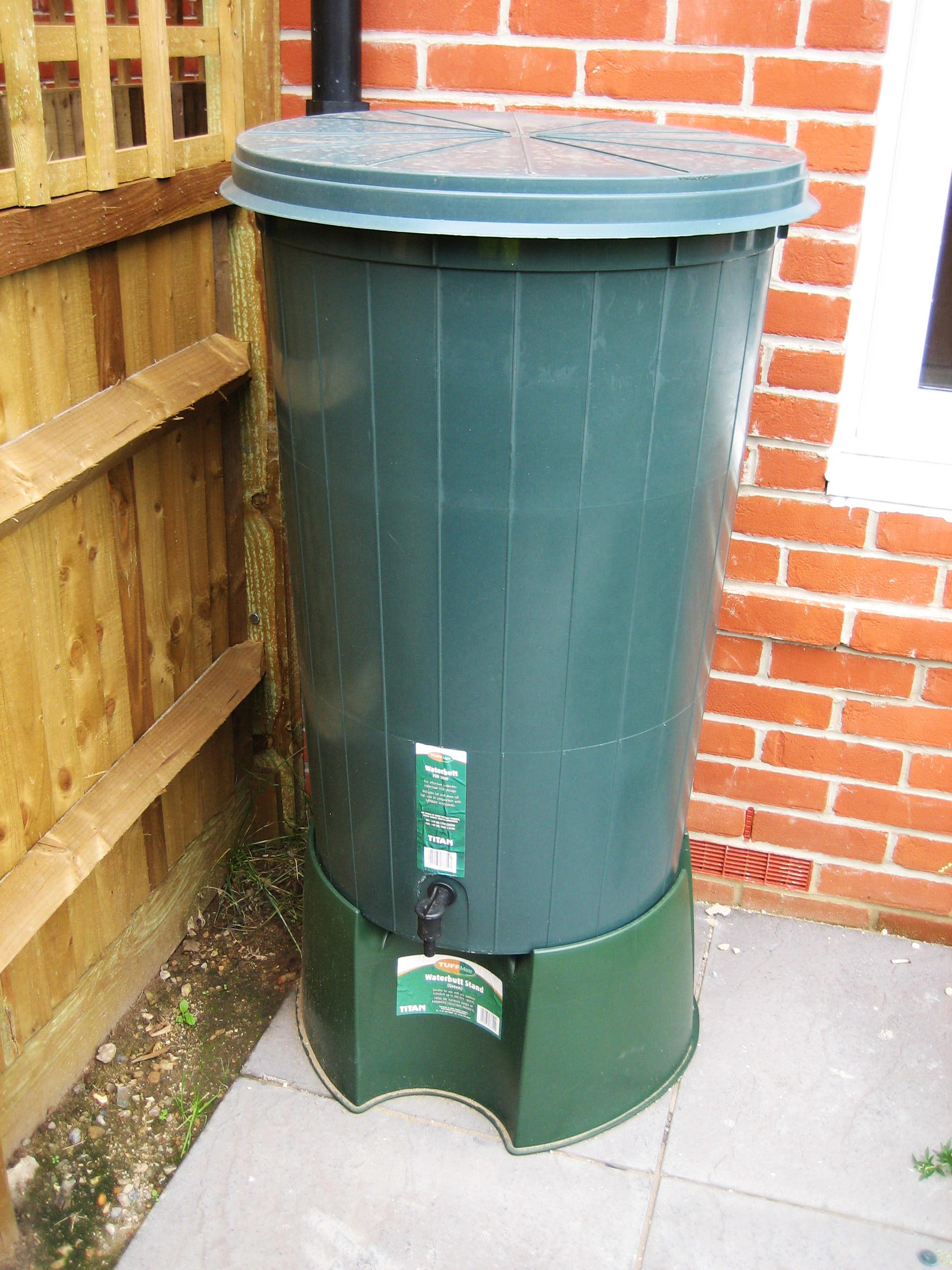 Standard water butt (200L) - EcoHomes.JPG
