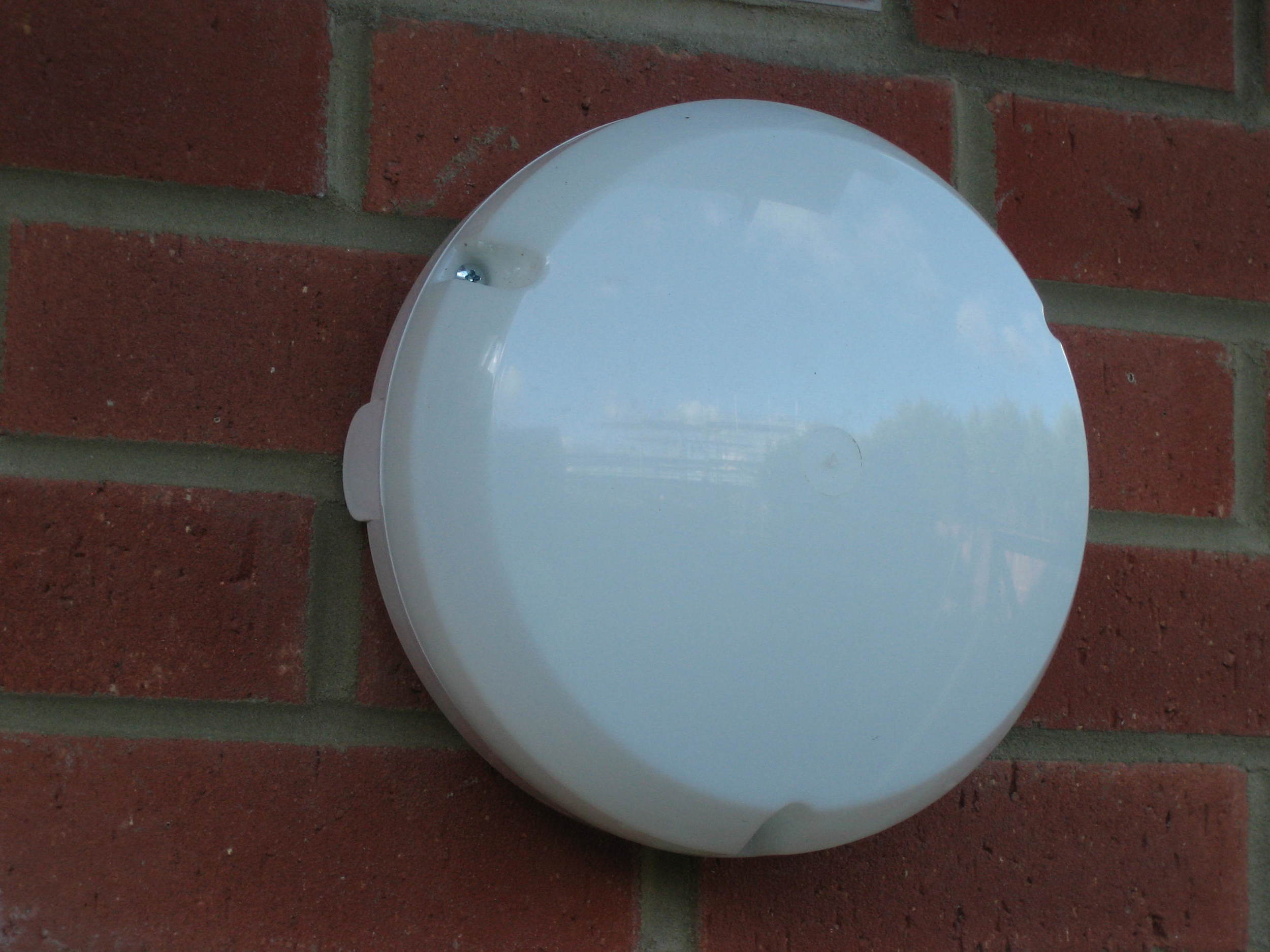 CFL external light fitting (detail) - EcoHomes.JPG