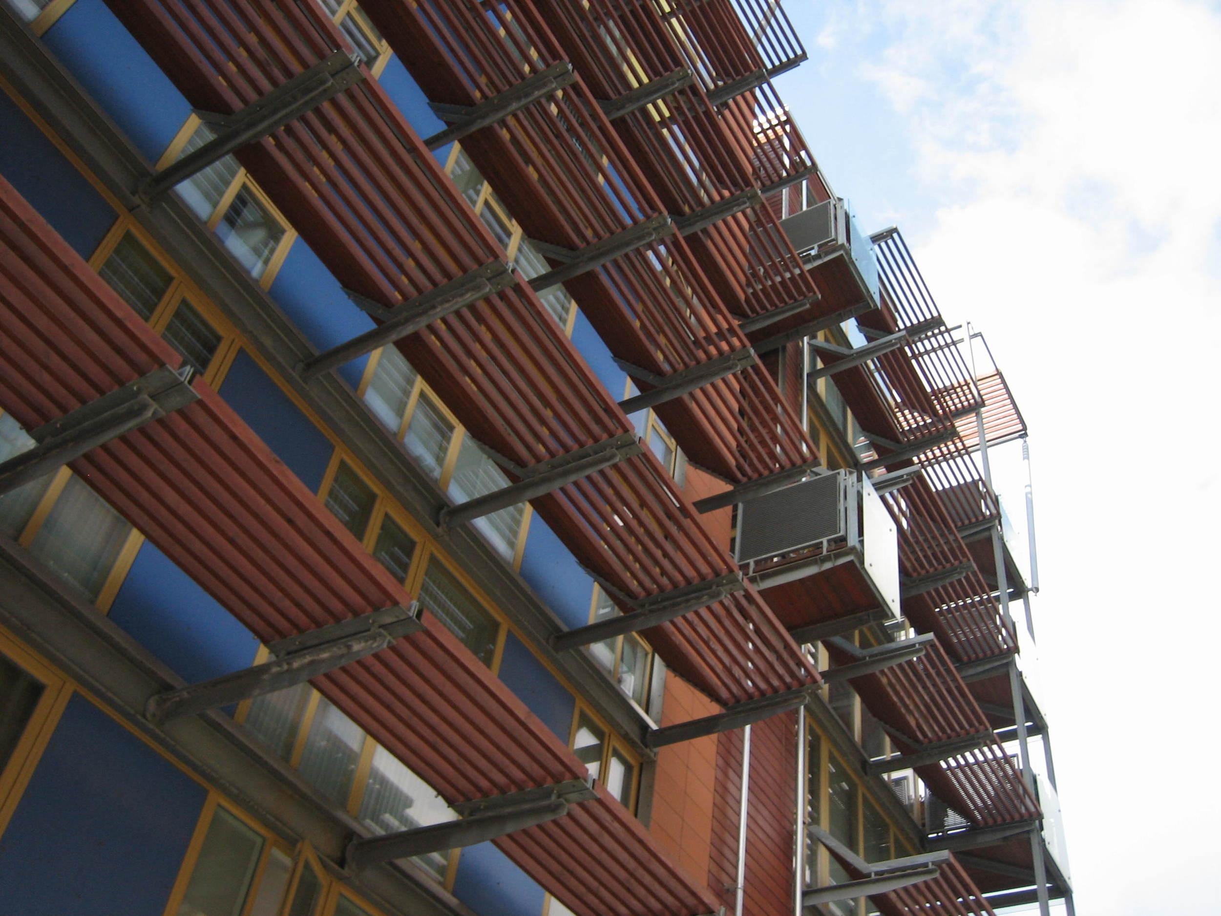 Greenwich Millennium Village - fixed solar shading.JPG