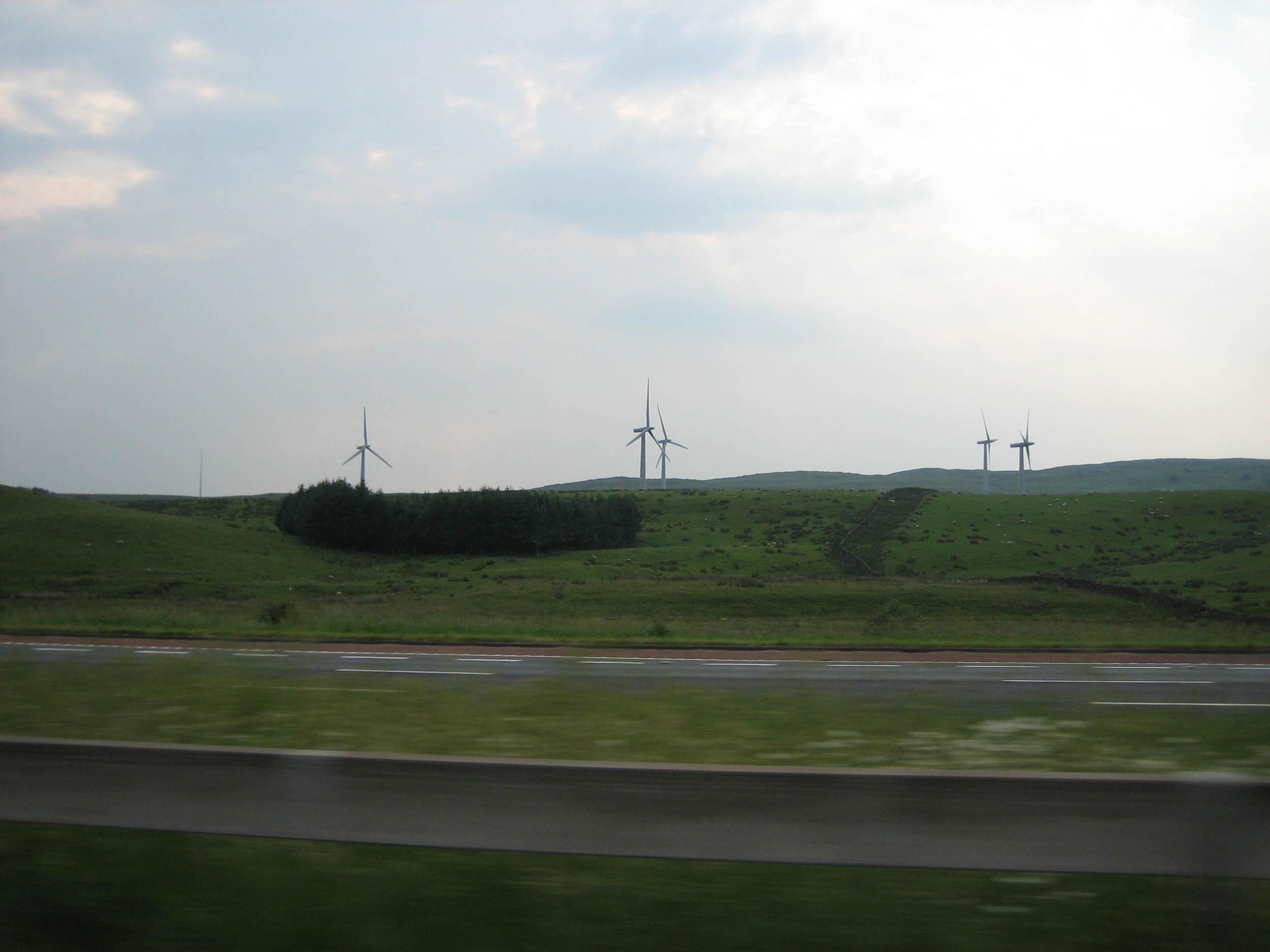 Large wind turbines (2MW) - M72.JPG