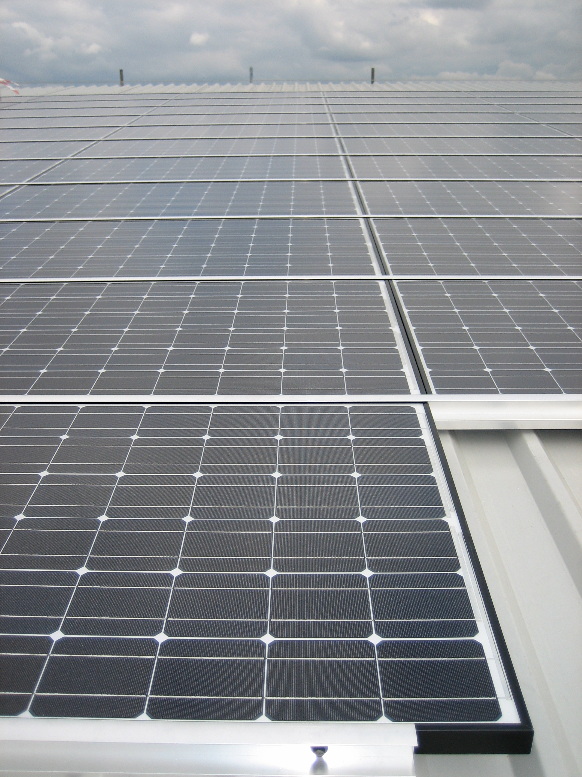 PV roof mounted array - Croydon.JPG