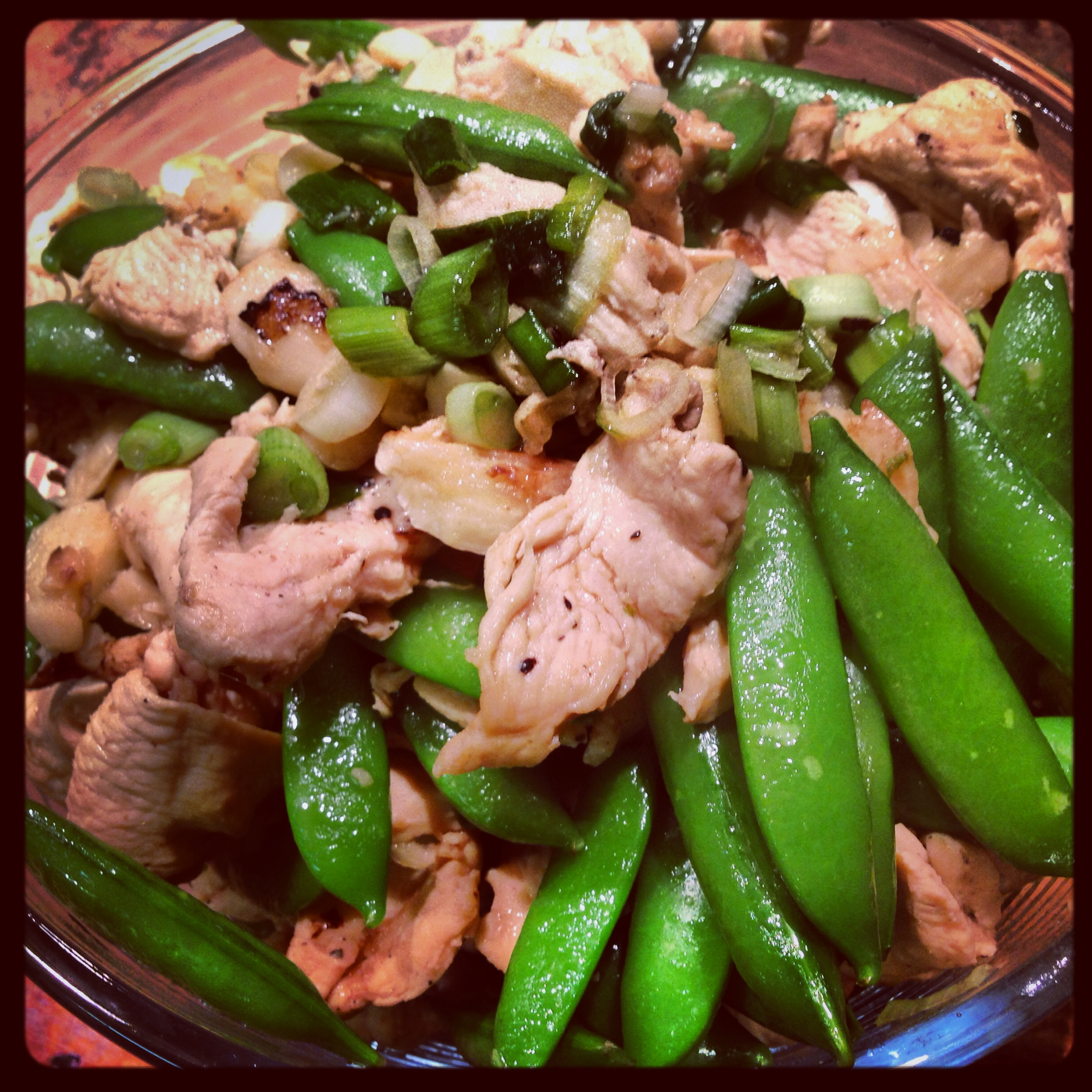 CHINESE GARLIC CHICKEN WITH SNAP PEAS