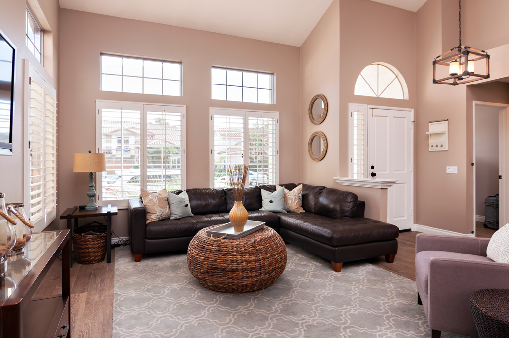 When you are photographing a room with a high ceiling, you may want to take the diffuser off.