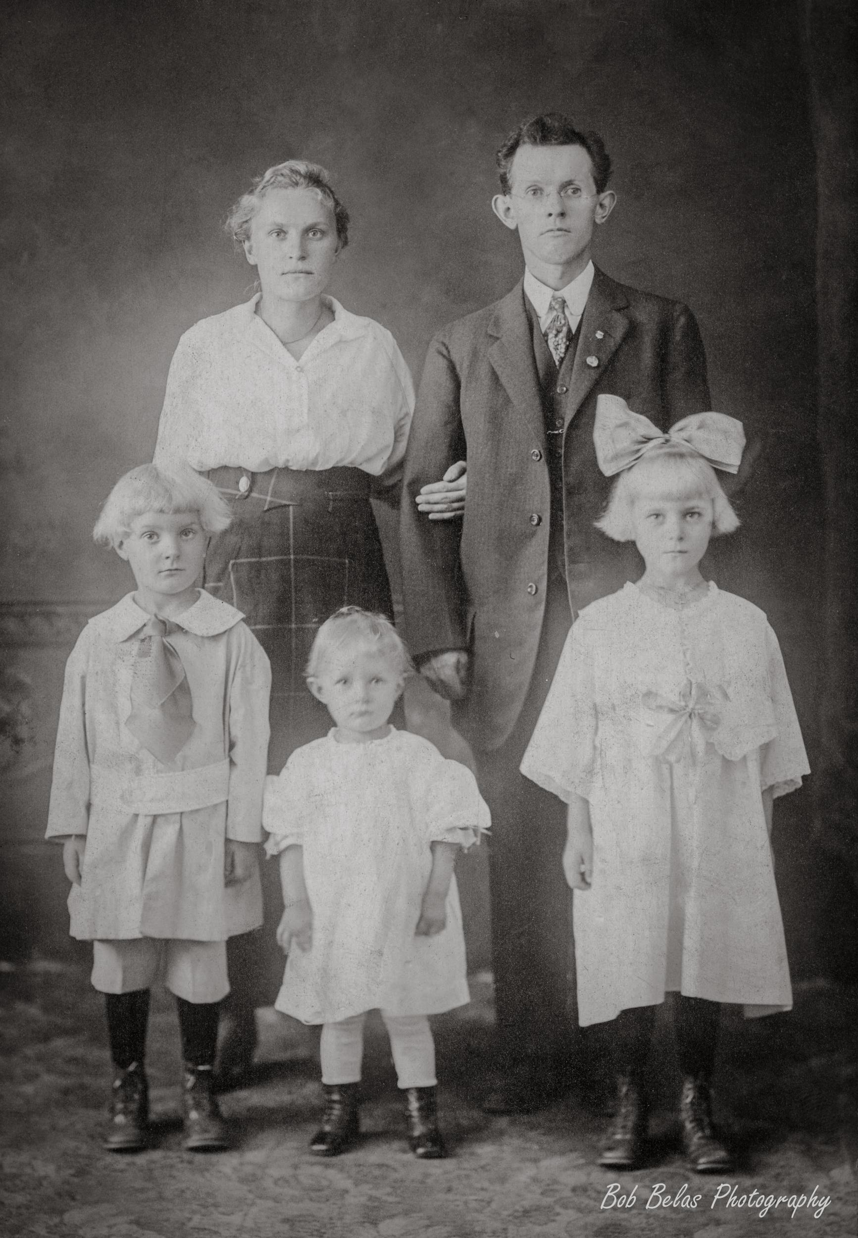 Jacob Guterch family 1918, monochrome