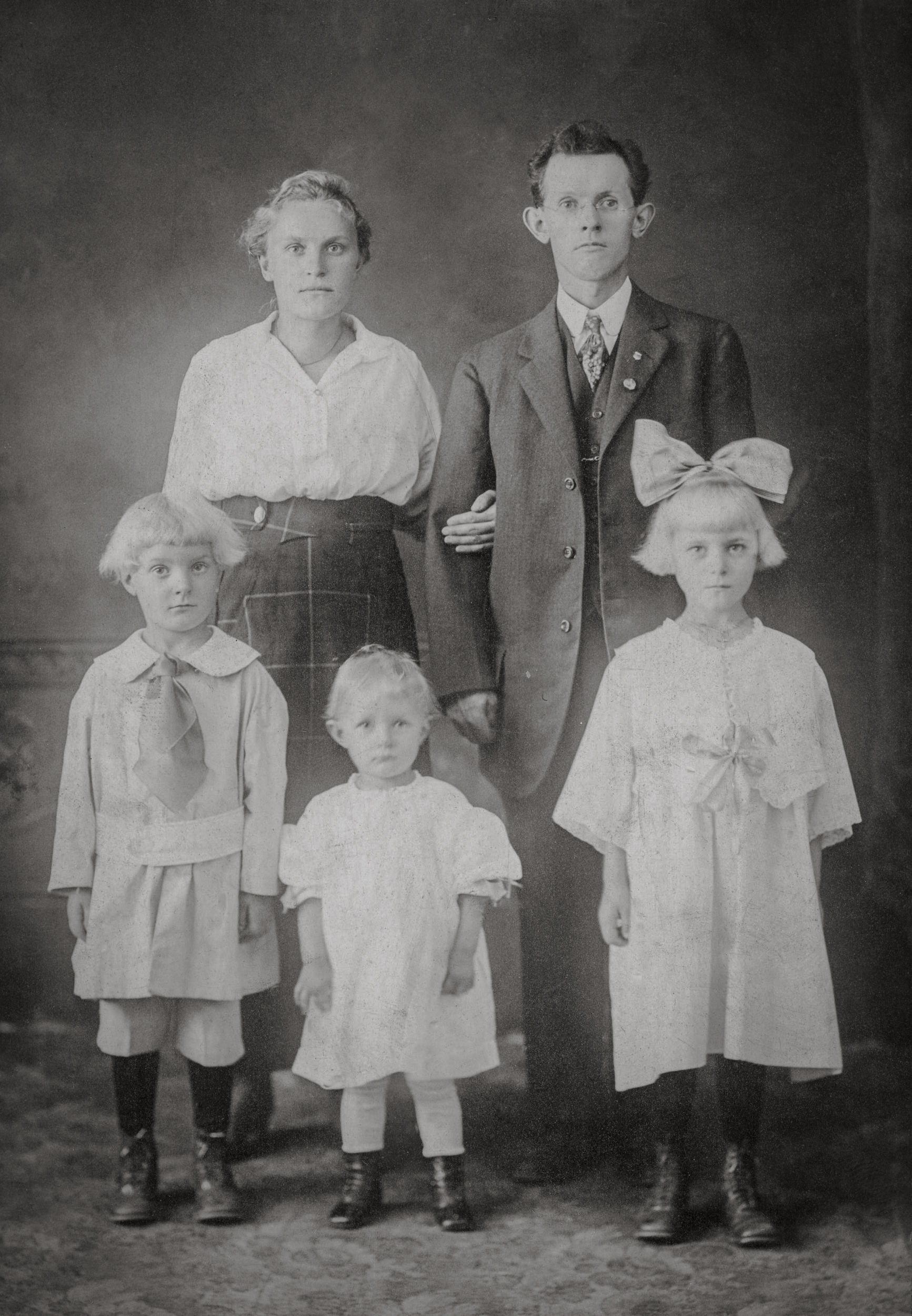 The Jacob Guterch Family ca 1918