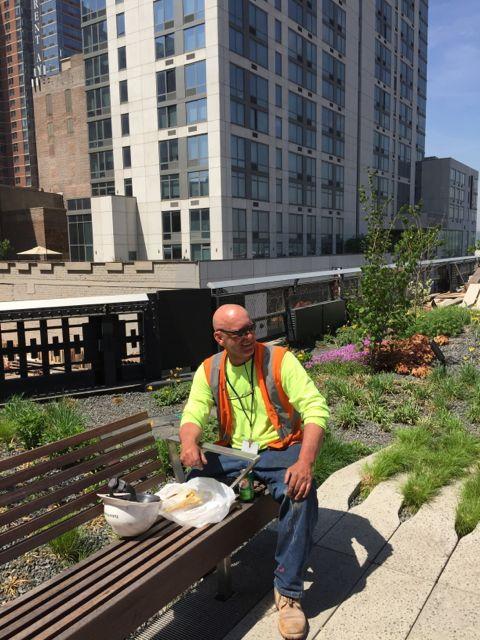NYC-worker-on-Hi-LIne.jpg