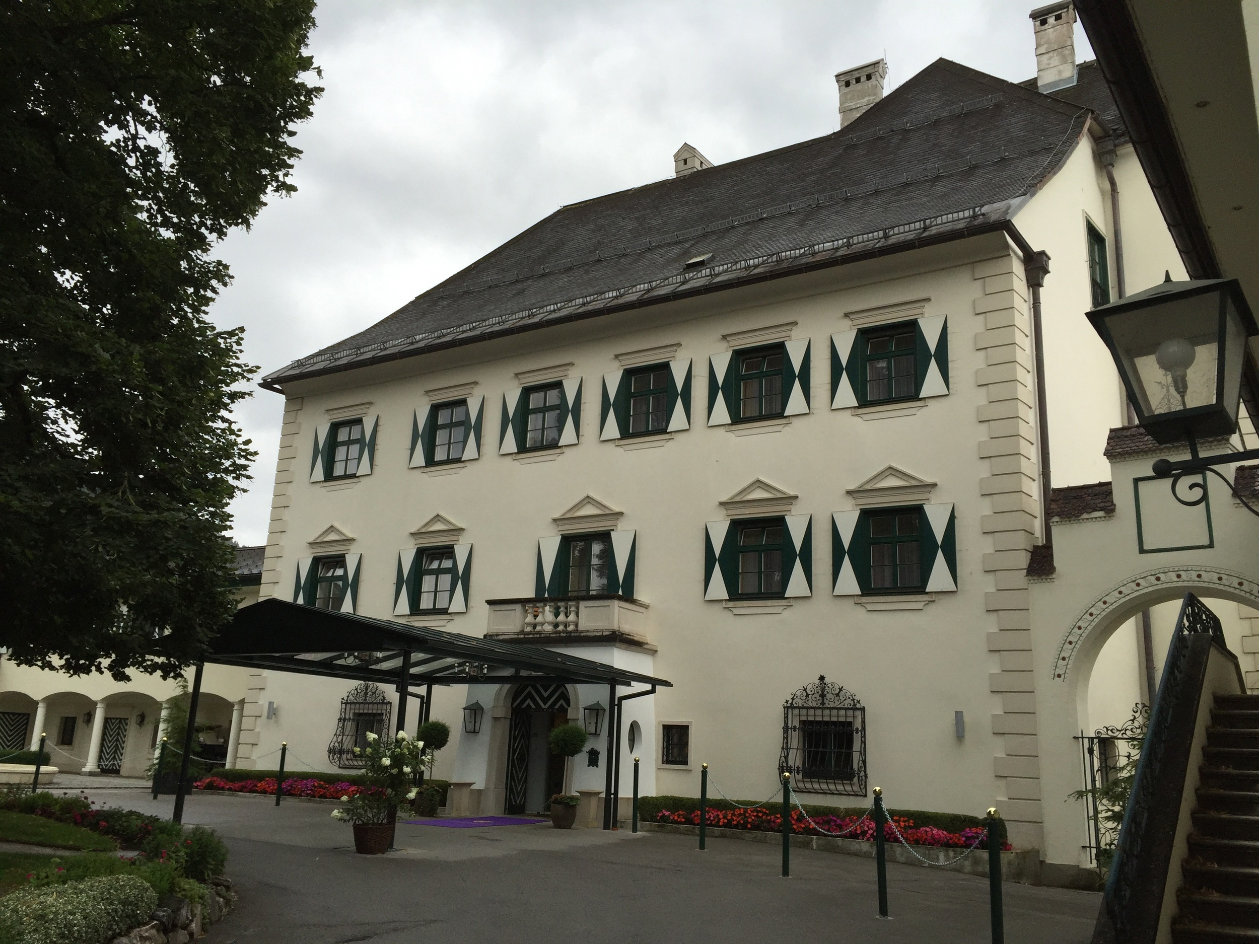 The imposing entrance to the Schloss-Pichlarn Hotel