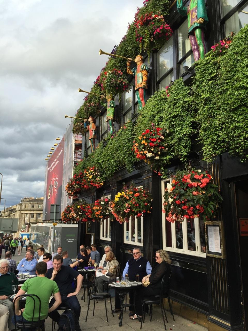 street-scene-dining-edinburgh.jpg