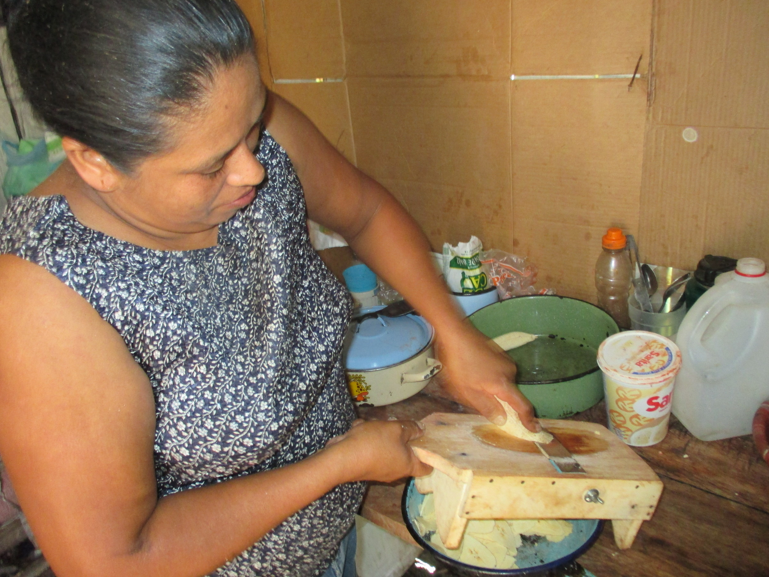 Sonia is making plantain chips again! - photo by Franklin Paz