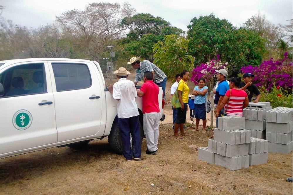 LaTaurus gathers with members of the La Pedgregosa community to build a wood-conserving stove. - photo by Ediberto Trujillo