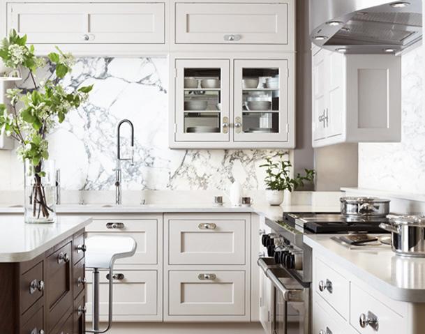 classic_kitchen_marble_slab_backsplash1.png