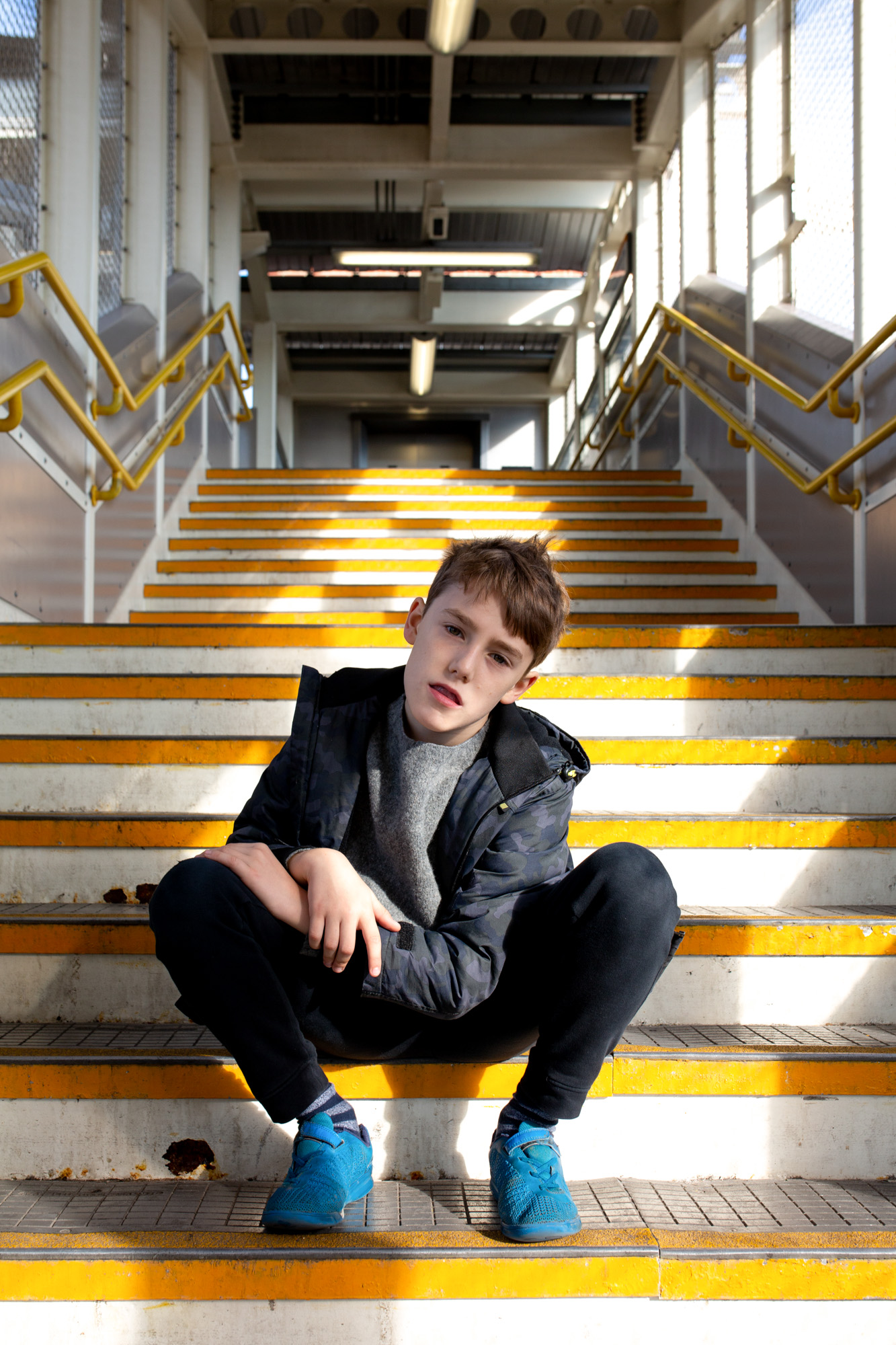 Tom - yellow stairs001.jpg