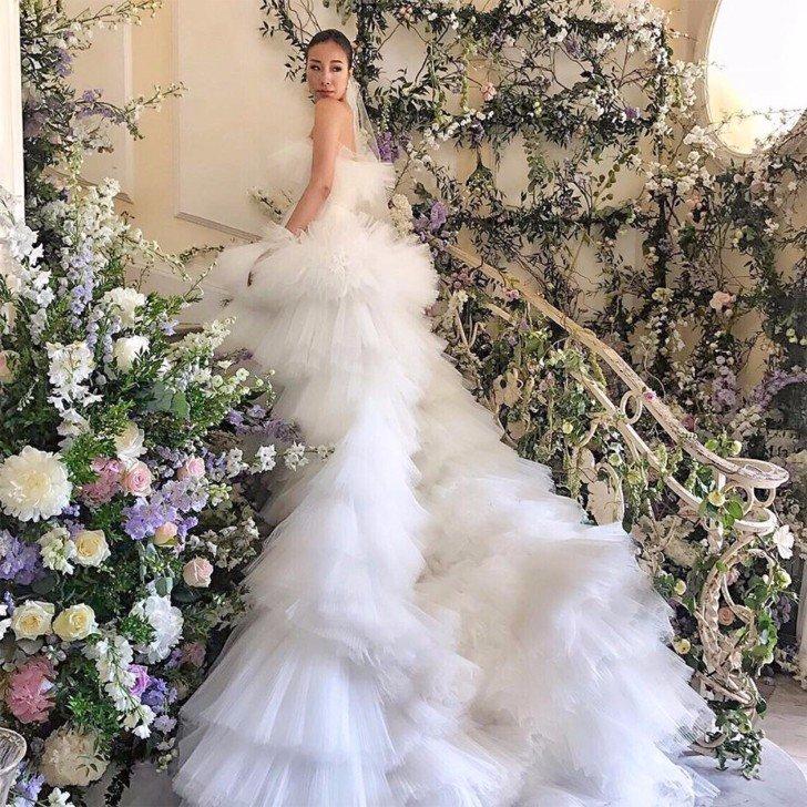 over the top weddingsFeiping-Chang-Giambattista-Valli-Wedding-Dress.jpg