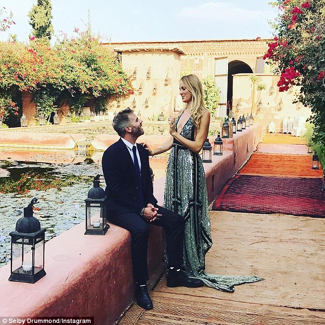 over the top weddings3976EC8B00000578-3844676-image-a-38_1476723447006.jpg