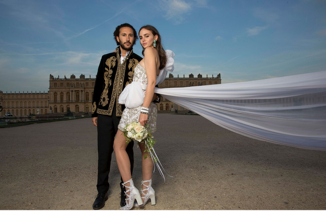 Over-The-Top Fashion Weddings I Just Can't Get Enough Of! 2017-10-15 at 4.15.44 PM.png