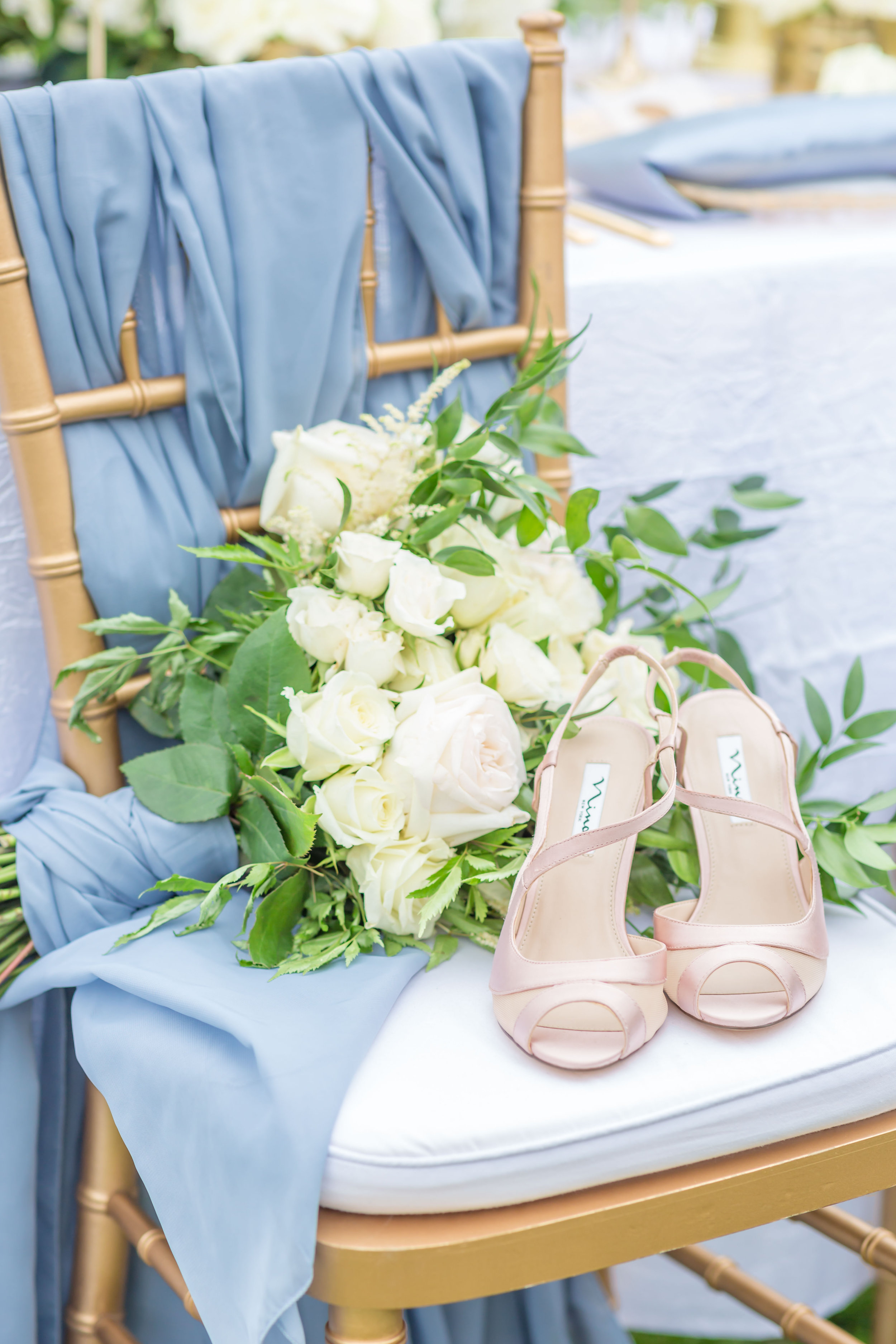 ScarlettExpressions-StyledShoot-Shoes_Bouquet-18.jpg