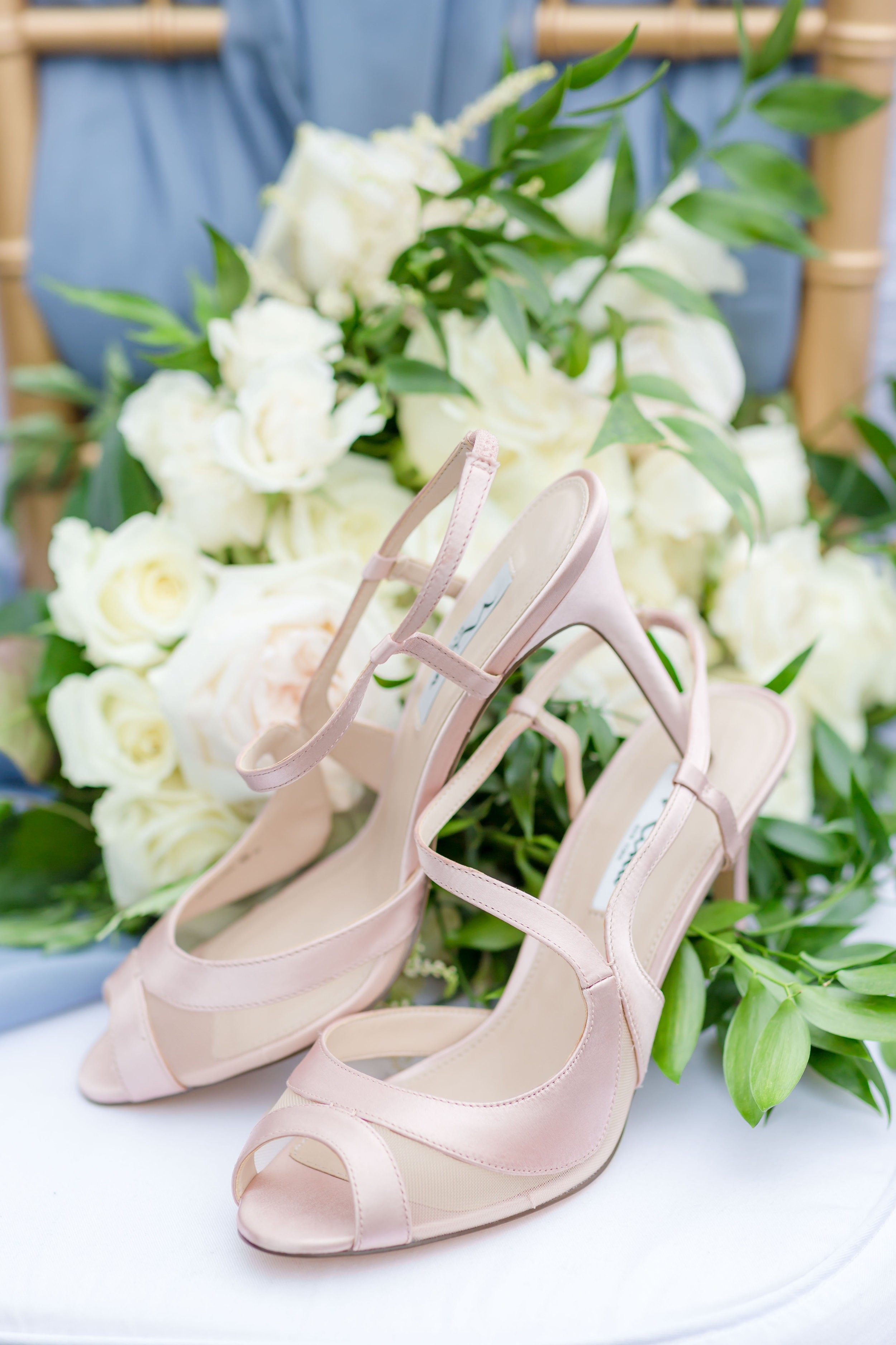 ScarlettExpressions-StyledShoot-Shoes_Bouquet-22.jpg