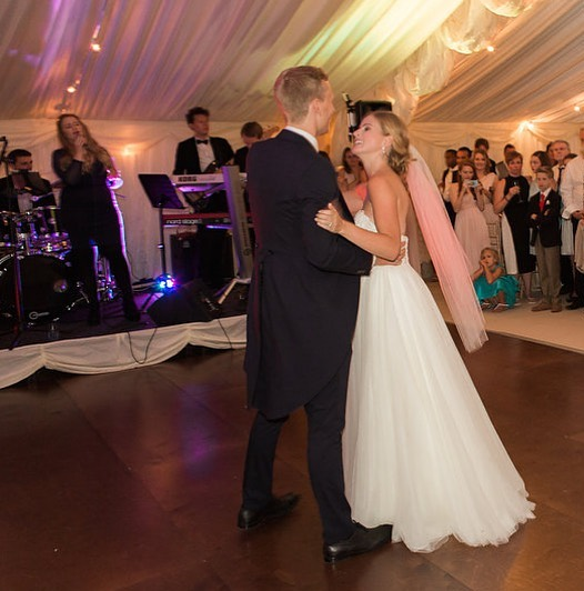 Happy anniversary Sophie & Chris! 😘 This beautiful shot of Sophie & Chris dancing to Etta James's At Last was taken by the wonderful @lucy_davenport. Sophie looks absolutely stunning here! 💗💗💗 . . . #weddingband #ukweddingband #firstdance #weddingdress #brideandgroom #weddingbanduk #weddingcelebration #londonwedding