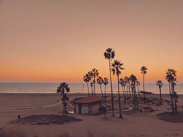 City of Angels. . . . #losangeles #california #travelandlife #travelphotography #globalwanderer #artofvisuals #alwaysgo #beautifuldestinations #chasinglight #discoverglobe #exploretocreate #exploremore #iamatraveler