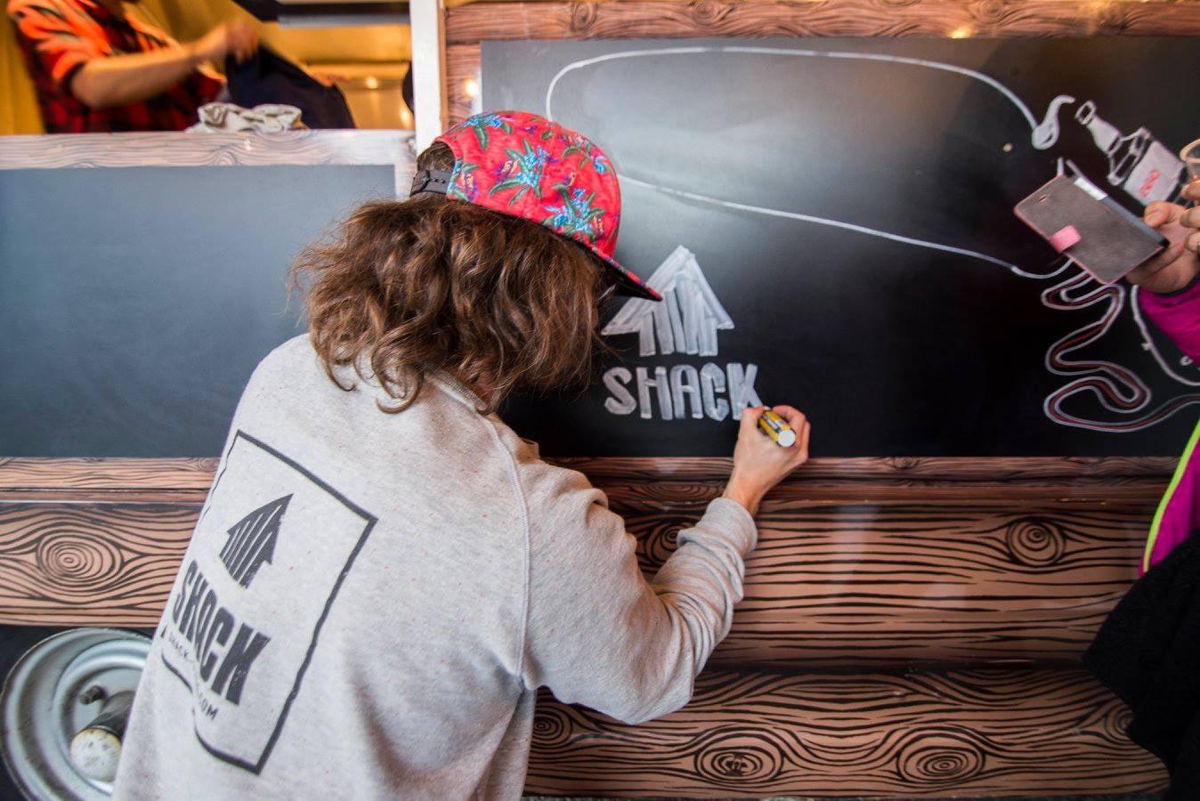 Un Artiste se cache chez Schack… Cette même personne a bossé sur le dessin du camion