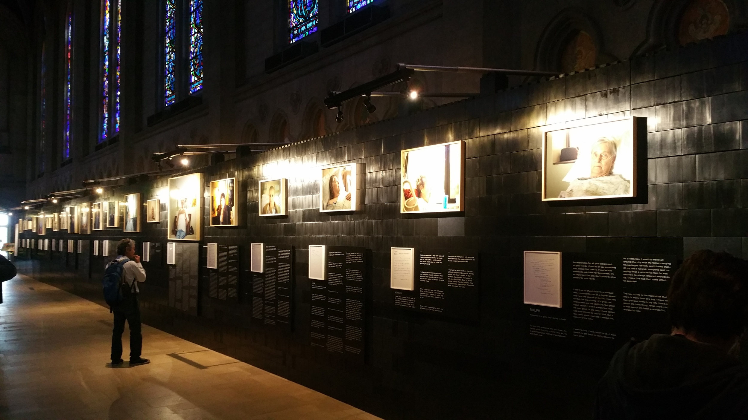 Create amazing temporary gallery walls for displaying art and customize your design for each venue or event site.
