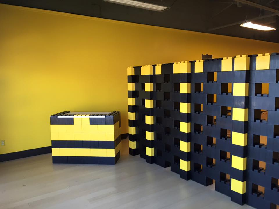 Blocks - Stagger blocks when building to create dramatic architectural structures, walls and partitions.