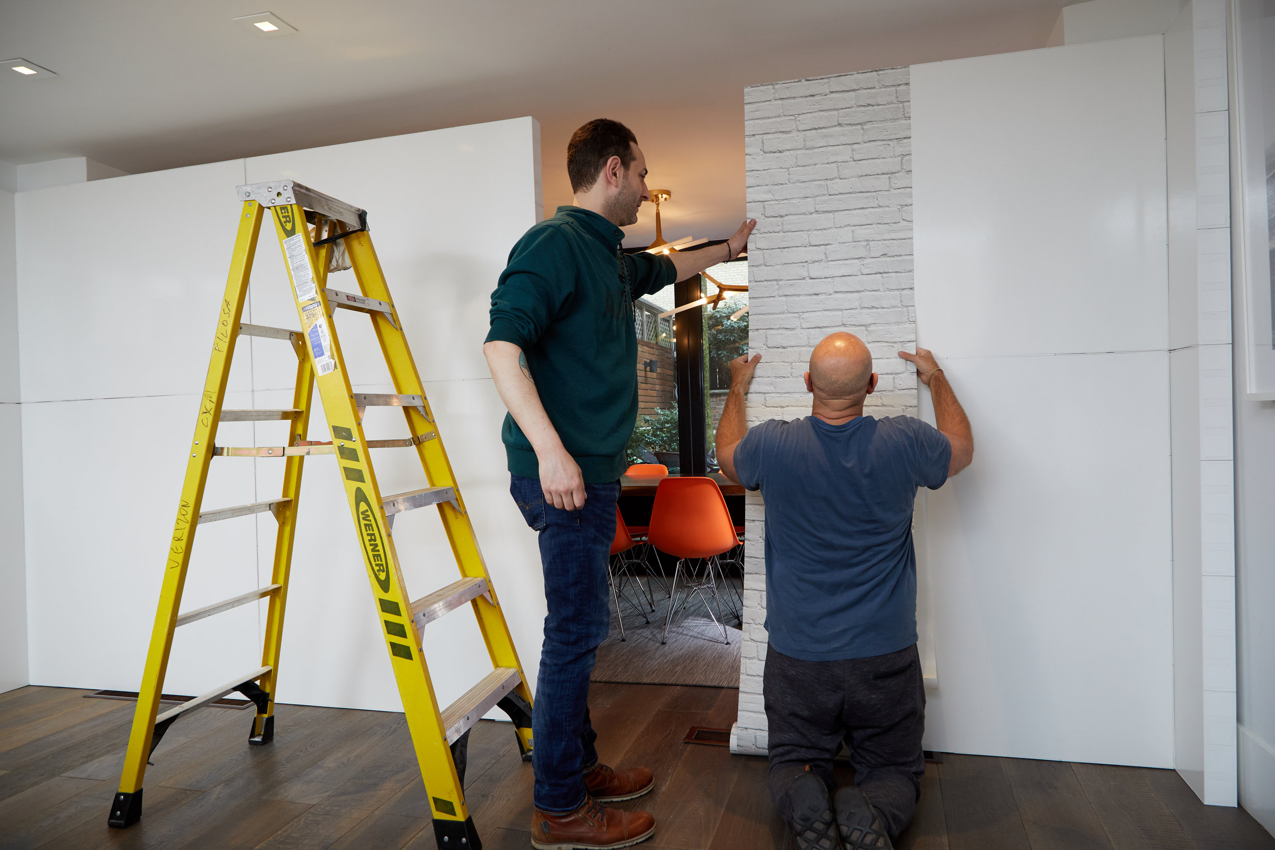 Installing modular walls