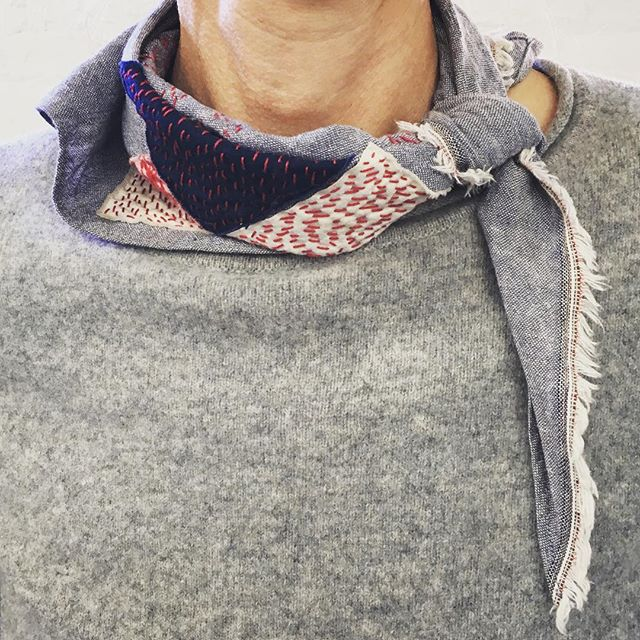 Wardrobe admiration. This scarf of a French woman in my jewelry class caught my eye and an admiration of the whole ensemble followed. The scarf uses a remnant of oxford cotton and a Japanese boro inspired hand stitch technique to appliqué swatches. Paired with this cashmere grey sweater are unseen blue hickory stripe cotton slim strait pants. Encircling her waist... a medium brown leather belt...her wrist a matching watchband. Down to her ankles socks with organic shapes in warm browns, creams and apricots peek above worn black boots. The composed image is casual, artful, curated elegance.  PM or email me at chris@chrisrumery.com if you too would like effortless considered  looks that command admiration of your très chic.🧣🐩✨ #scarf #scarfstyle #unknownartistinbrooklynsomewhereirespectyourhandwork #shoppingwingman  #wardrobestories #closetcurator #closetcuration #closet #personalstylist #personalstyle #wardrobe #style #stylist #wardrobestylist #women #transformation #transgender #youareperfect #youarebeautiful