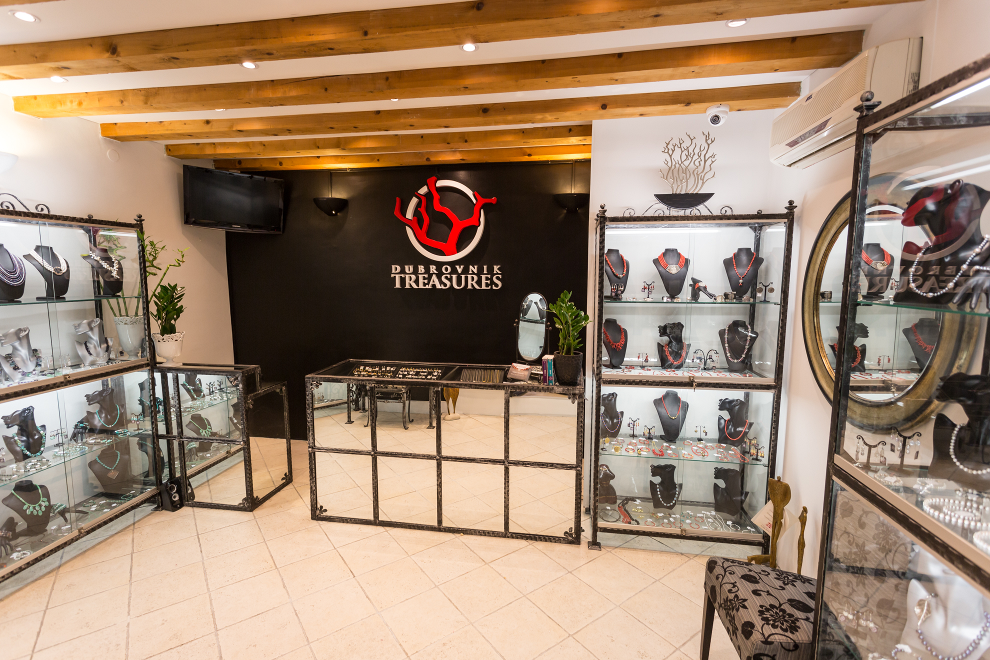Dubrovnik-Treasures-jewelry-store-1