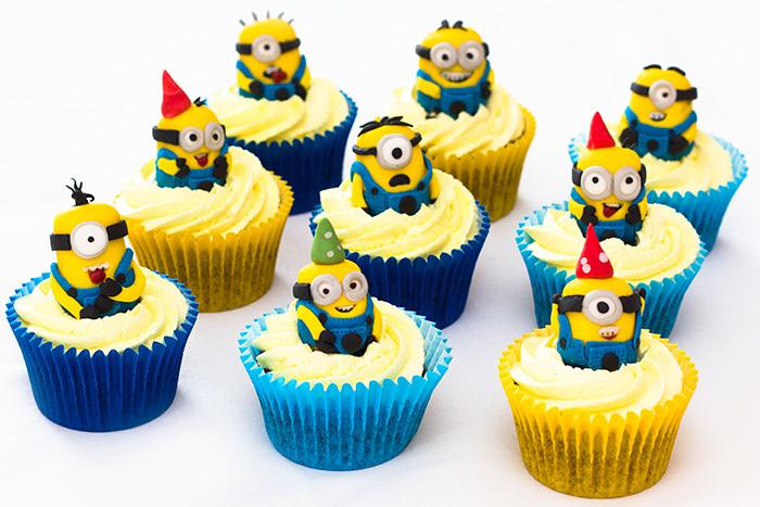 Minion-Cupcakes-5-700_lfl44y.jpg