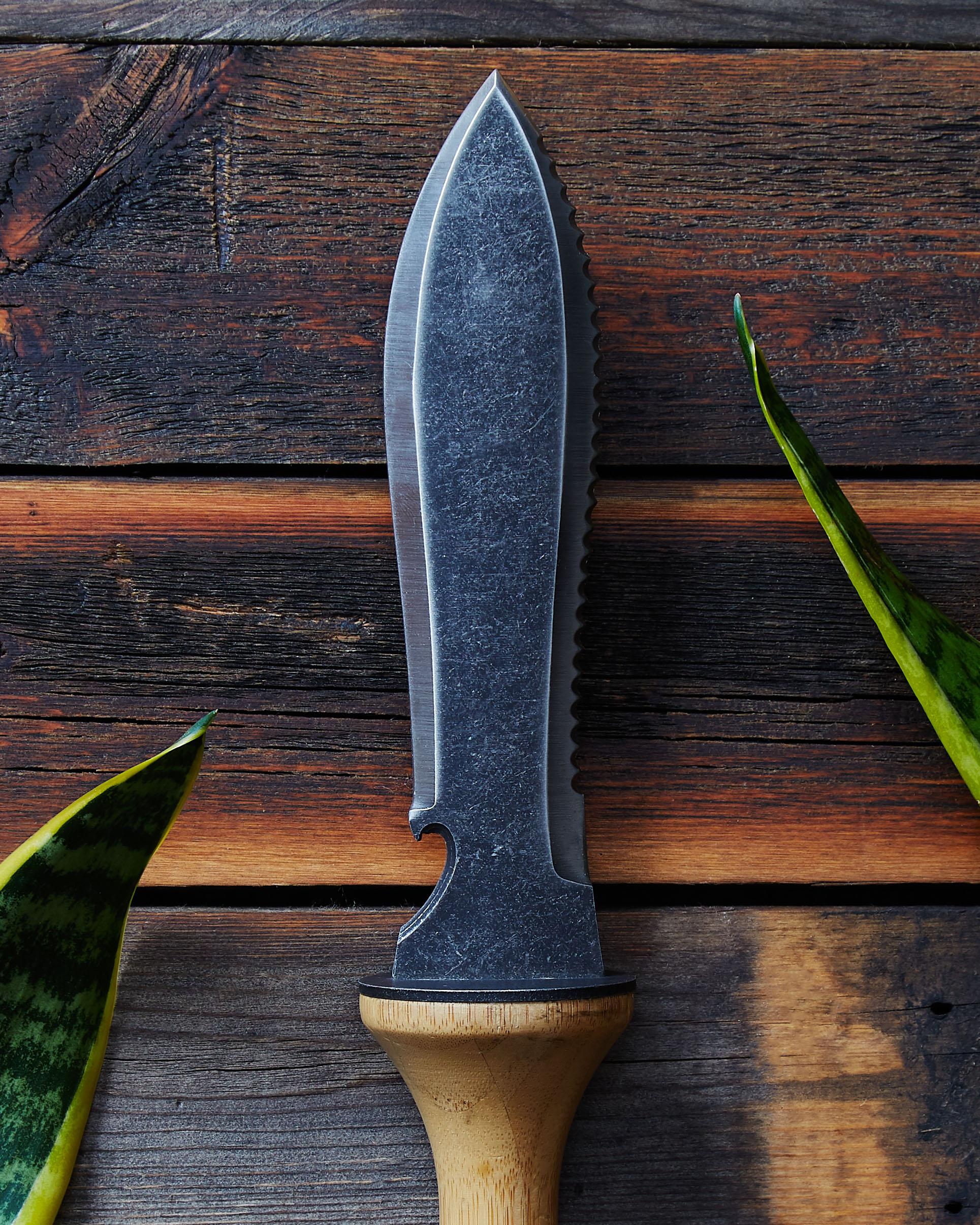 terra-knife-gardening-leaf-outdoors.jpg