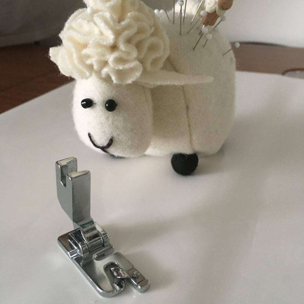 Narrow hem foot. With a lamb.