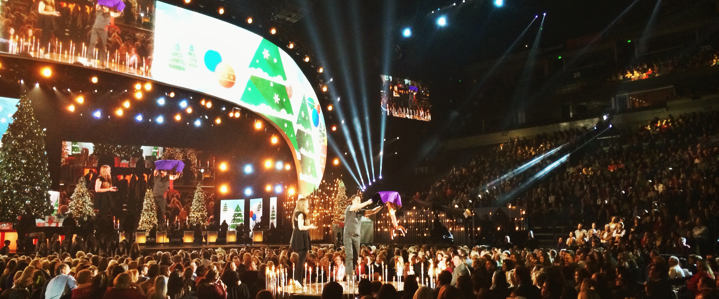 Justin wows for the CMA Country Christmas