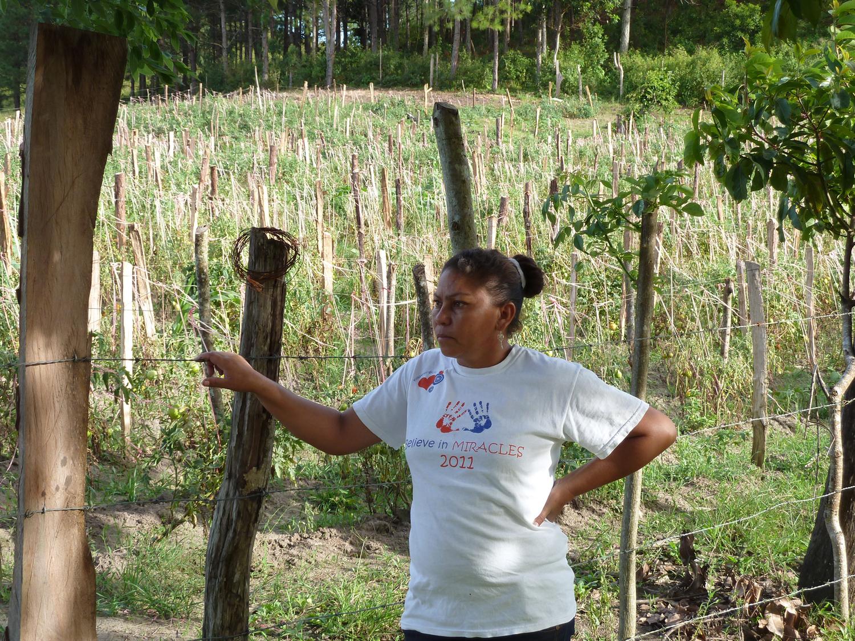 Yadira Castellón cerca de su lugar de nacimiento, Yaulí, al norte de Nicaragua (2012). Foto de Douglas Haynes.