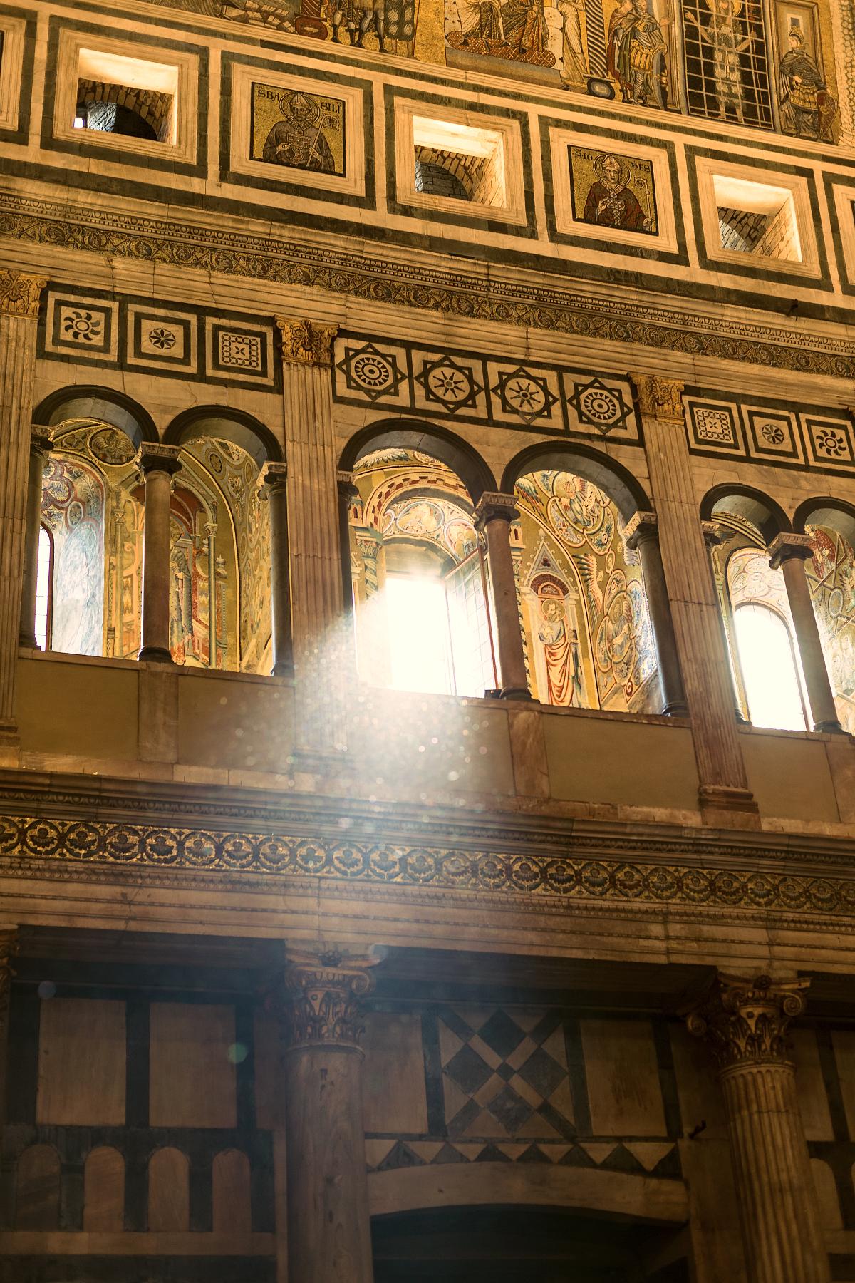 Light streaming into  Cattedrale di Santa Maria del Fiore .