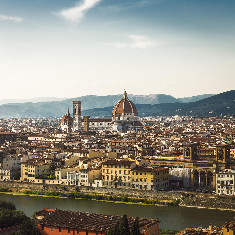 Cattedrale di Santa Maria del Fiore  from across the Arno river.