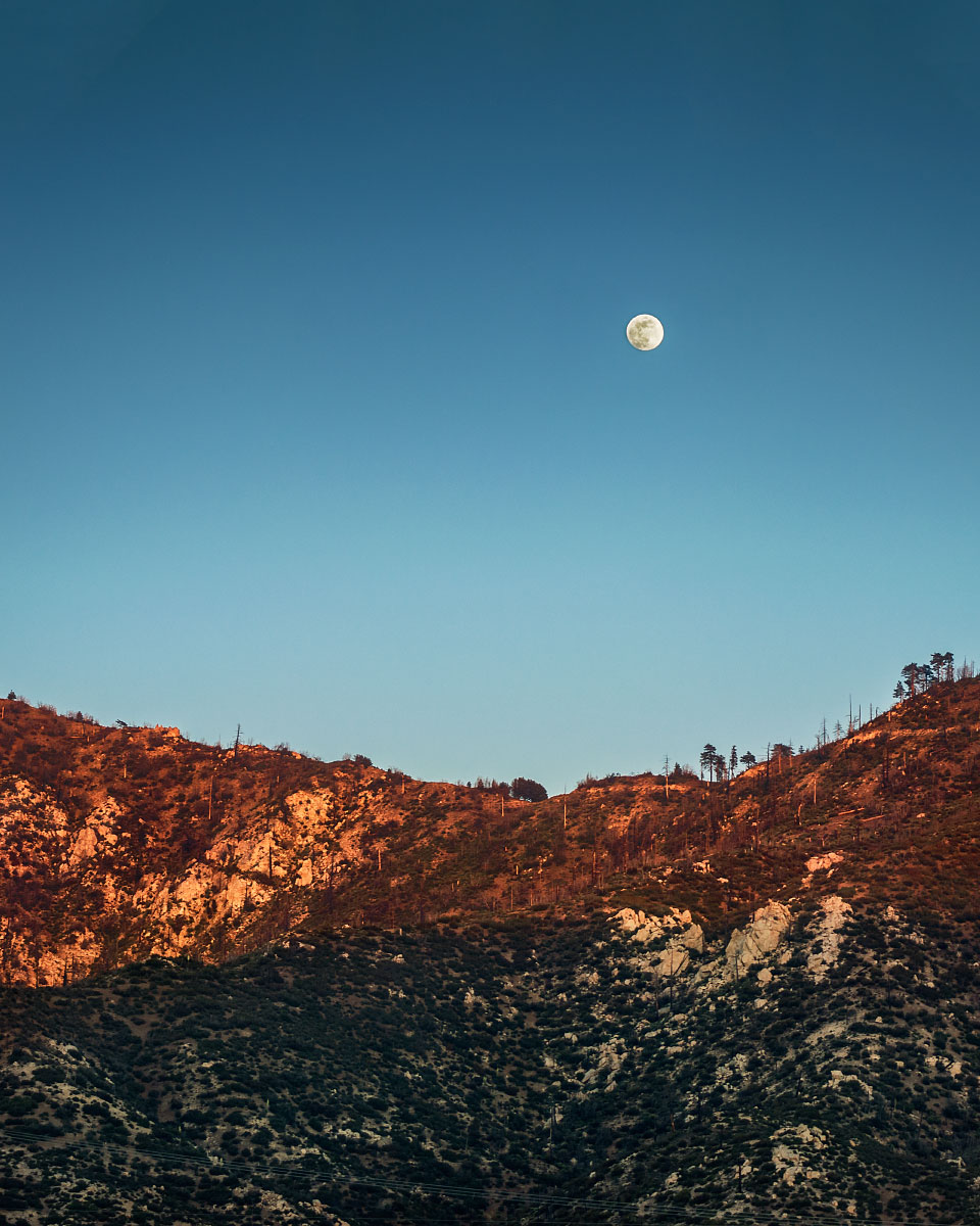 Moon rise over Angeles Crest Highway, mile 418.6.