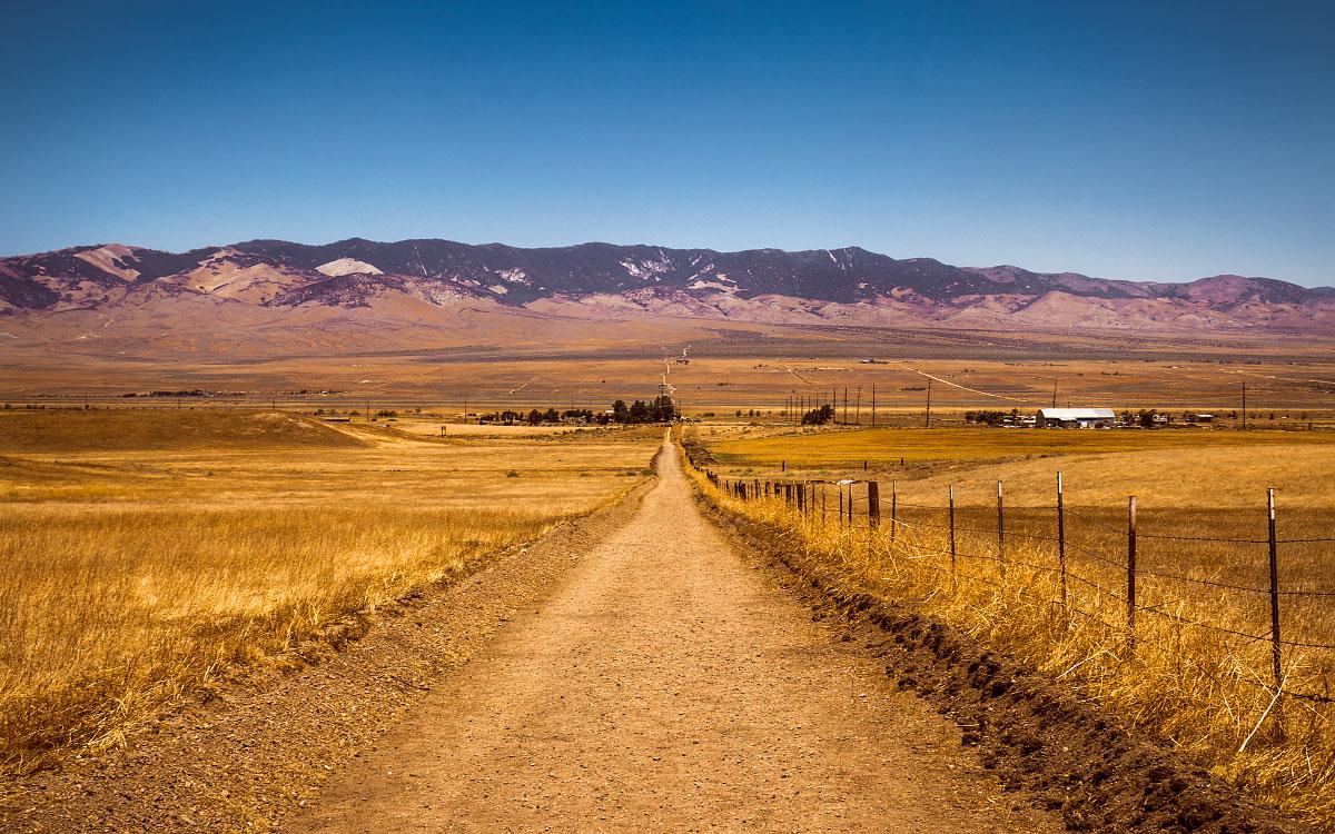 Dirt road into Hiker Town, California, mile 517.