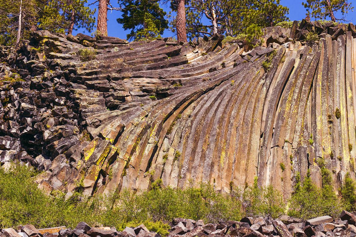 Hexagonal columnar basalt of Devils Postpile.