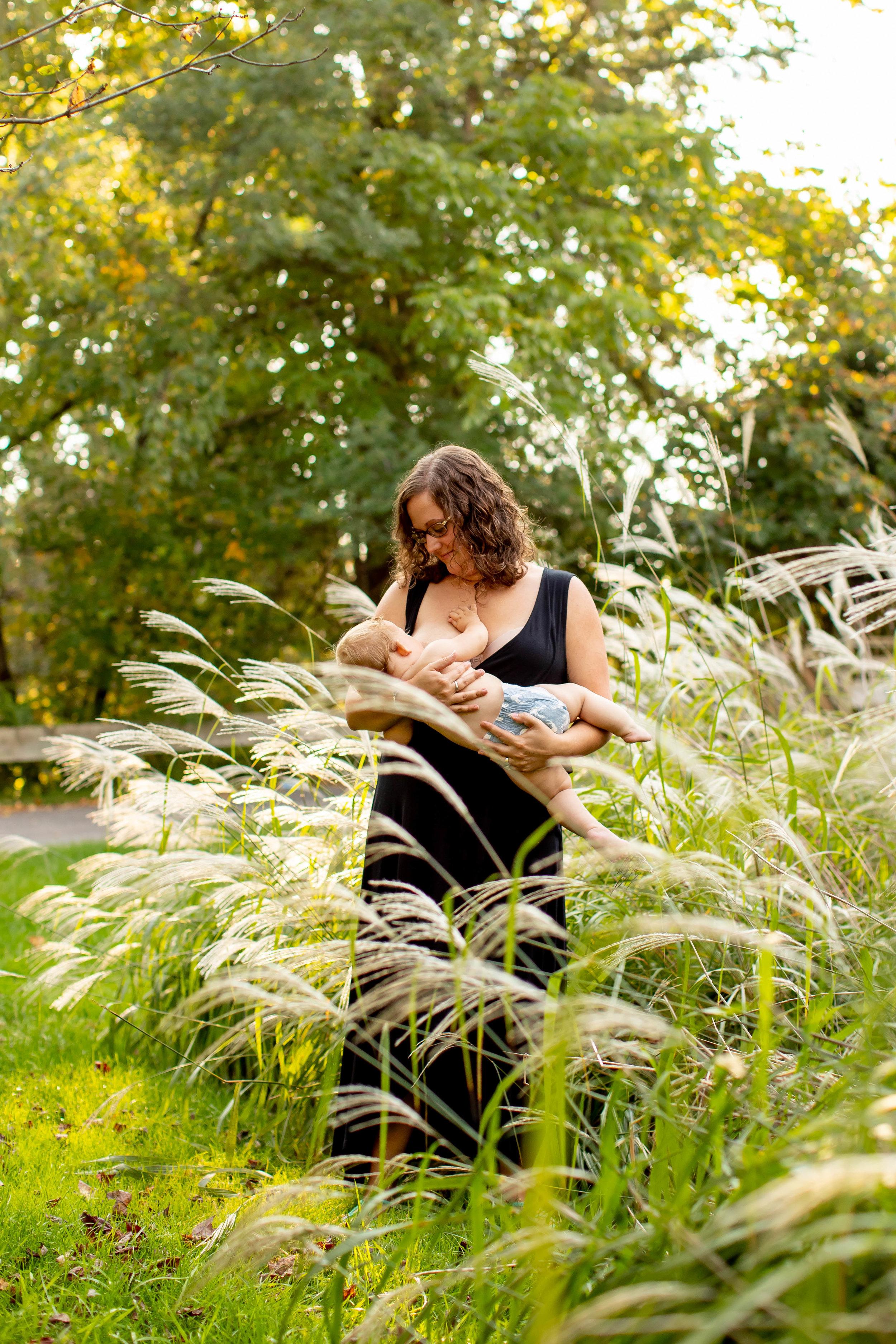 Amber Breastfeeding Mini Session 2018-7718.jpg