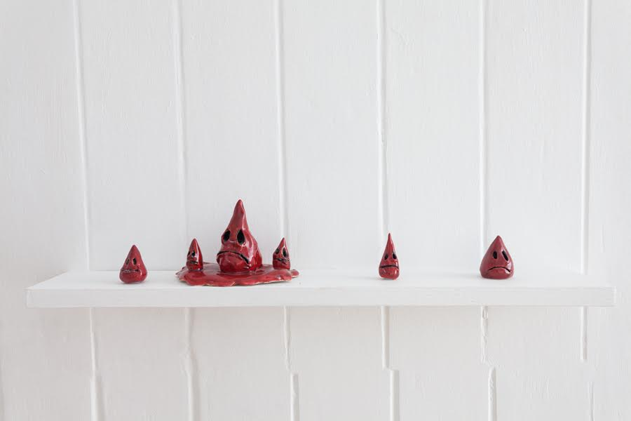 Erica Eyres, Blood drops, 2018. Ceramic, various dimensions