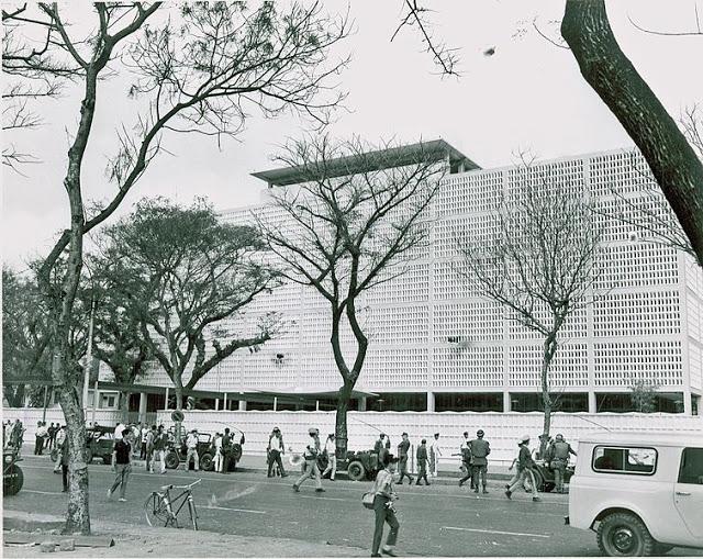 755px-US_Embassy,_Saigon,_January_1968.jpg
