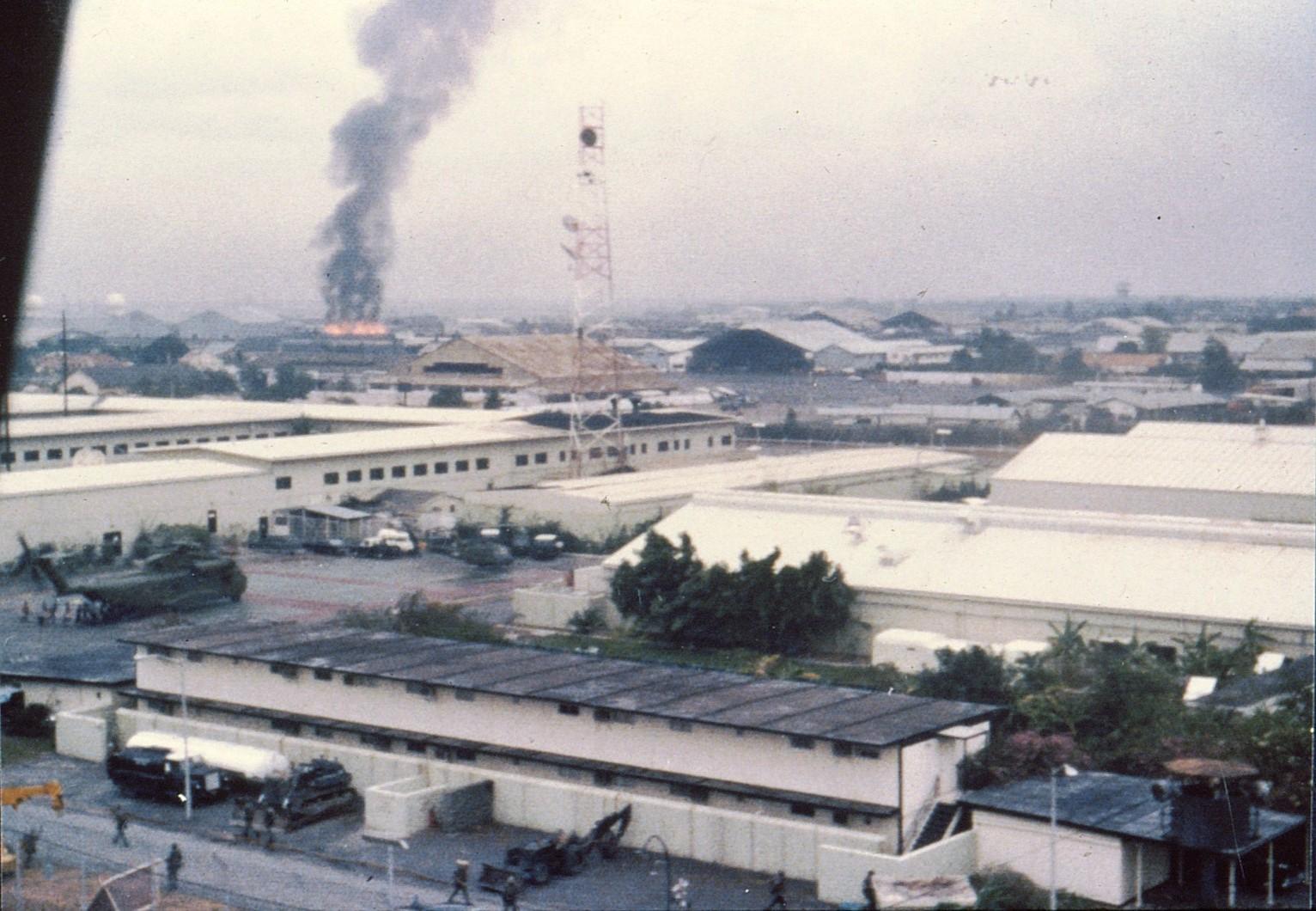 Tan Son Nhut April 29, 1975.jpg